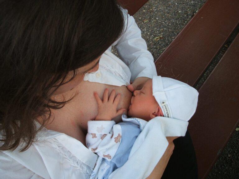 Strava kojenců nekončí jen u mateřského mléka