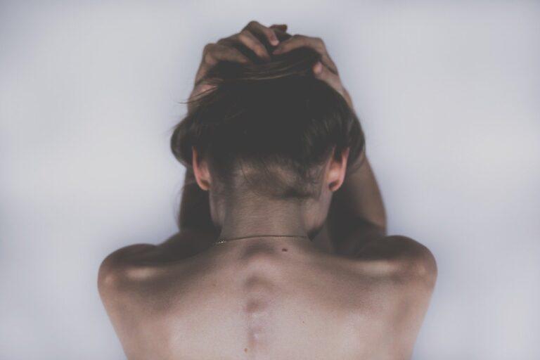 Neléčená deprese u těhotných žen spojená s nízkou porodní hmotností a předčasným porodem
